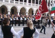 БЪЛГАРСКО ХОРО се изви на най-известният площад във ВЕНЕЦИЯ! Всеки трябва да види как българския дух завладява САН МАРКО! (ВИДЕО)