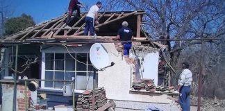 Цяла България ще запомни този строител, бригадата му и коледния им дар за самотна старица