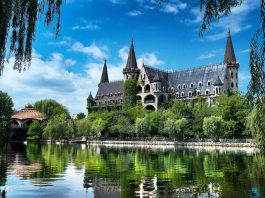 Замъкът в Равадиново стана №1 в света