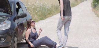 Жена получава помощ от случаен непознат на пътя. 3 години по-късно е шокирана, когато разбира неговата самоличност!