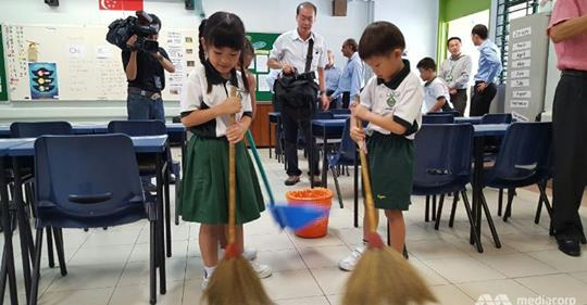Те чистят, подреждат и сервират – или просто образование по японски