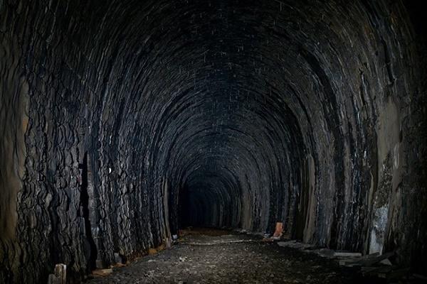 Откриха таен подземен тунел,който пресича цяла България!