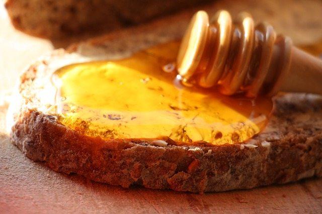 Намажете мед и канела върху филия и яжте всеки ден – ето защо…