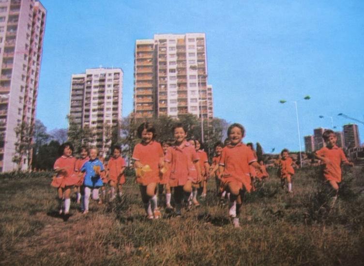 Спомен за едно щастливо детство пред блока, в махалата или на село