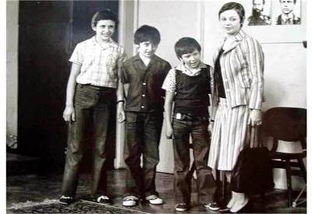 """Децата от """"Войната на таралежите"""" над-40 години по-късно"""