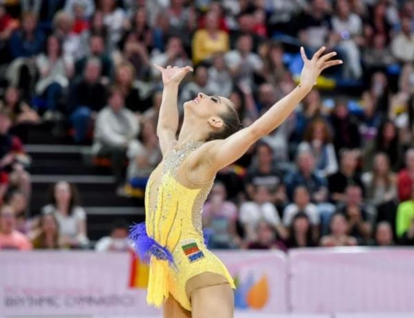 На 19 години и с над 100 медала – златното момиче Стефани Кирякова